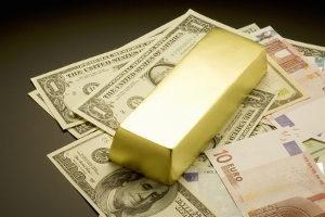 Что выгоднее: драгметаллы или валюта