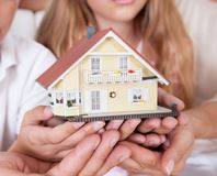 Как потратить материнский капитал на улучшение жилищных условий, можно ли купить автомобиль?