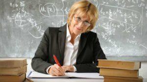 какая зарплата у учителей в России и за рубежом