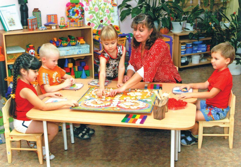 зарплата воспитателя детского сада в москве