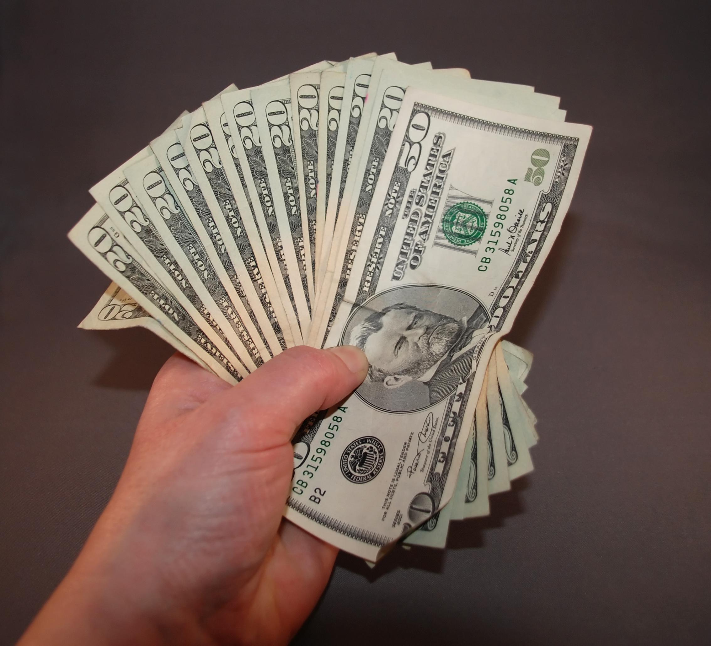 Какая зарплата у хорошего косметолога - от чего зависит размер дохода
