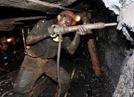 Из чего складывается и от чего зависит зарплата шахтера